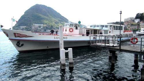 Dai nostri appartamenti ci vogliono 5 minuti per andare a prendere il battello per una gita sul lago di Lugano