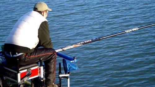 Un ottimo metodo per rilassarsi è la pesca da lago sul Ceresio, proprio a due passi da casa propria a Lugano