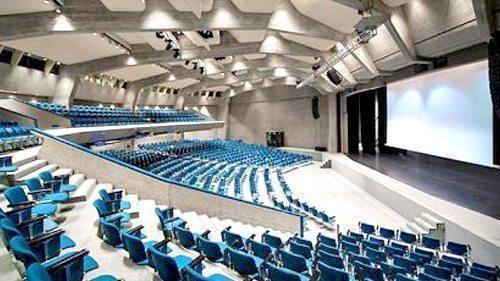 Un affitto temporaneo a Lugano è utile anche per partecipare a dei congressi di lavoro